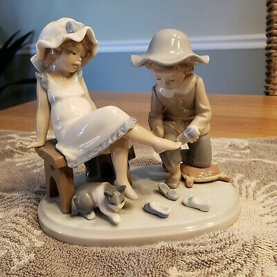 Lladro #5361 Try This One - Girl & Boy Shoes Cat - Perfect Condition