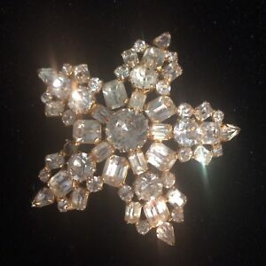 Vintage Rhinestone Applique-PIN DOES NOT WORK-Use For Embellishing. VERY PRETTY!
