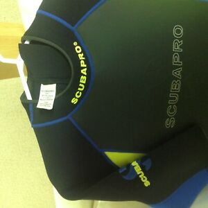 Womens scubapro 2.5mm shorty wetsuit size large