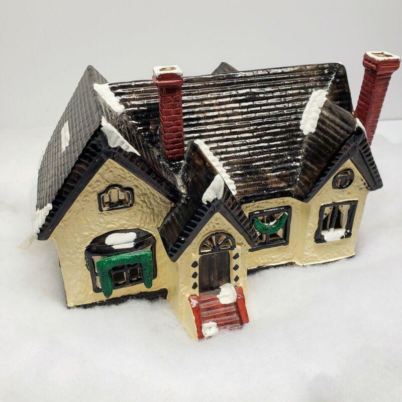 Yuletide English Tudor 1988 light up Christmas village porcelain house