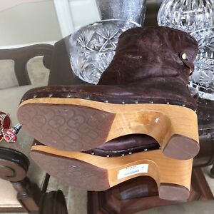 UGGS woman clogs size 10 like new