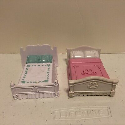 Lot of 2 Fisher price SWEET STREETS Dollhouse Pink & Blue BED furniture Nice Con