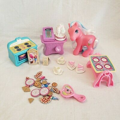 My Little Pony MLP G3 Cotton Candy Cafe Partial Playset Pony And Accessories