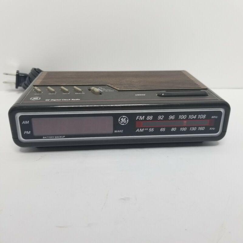 Vintage GE General Electric Digital Alarm Clock Radio AM FM Woodgrain # 7-4612B