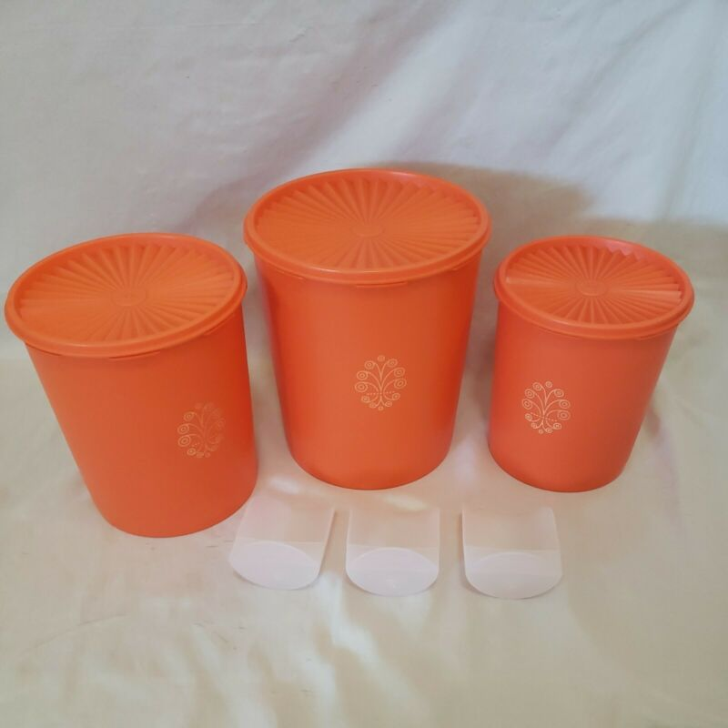 Vintage Tupperware 1339 805 807 with lids and three serving cups 292