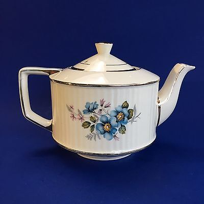 Beautiful Floral Sadler Vintage 5 cup Pottery Teapot England English Cream Blue