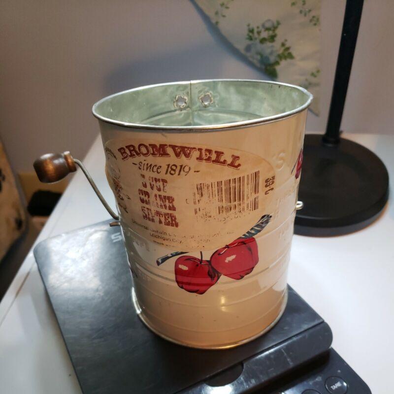 Vintage Mid-Century Bromwell Flour Sifter - Apple Decoration