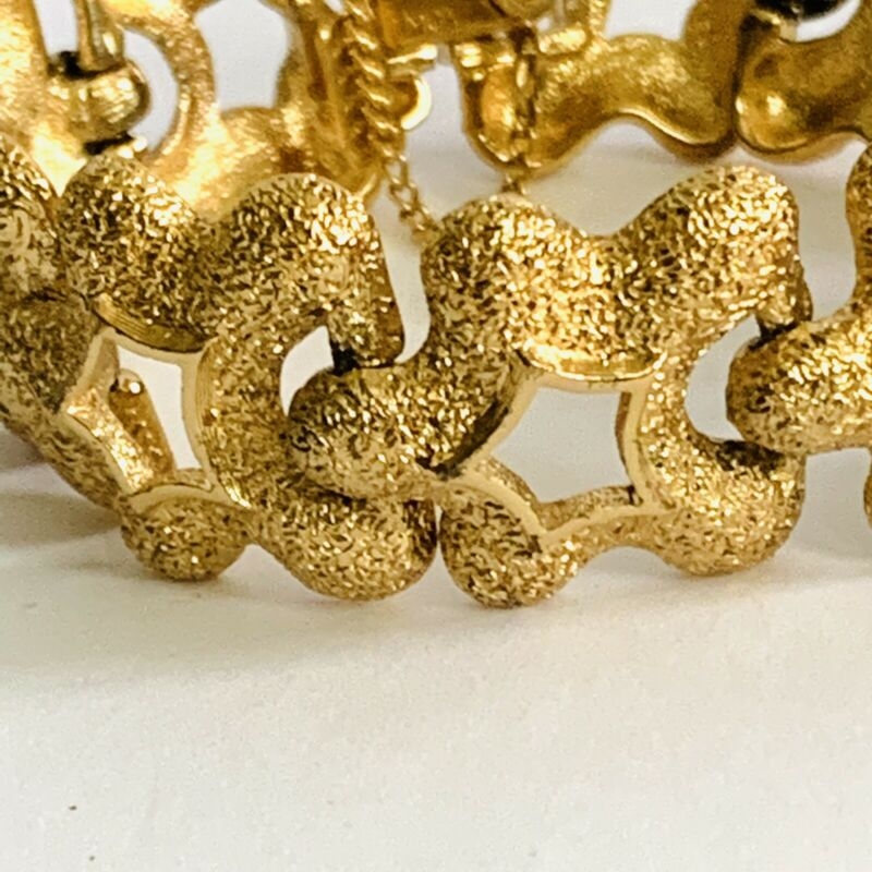 Vintage Signed Monet Gold 'Star' Chunky Retro Bracelet