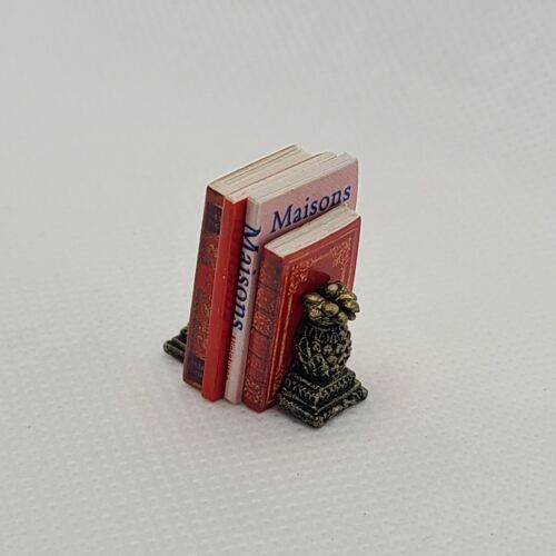 Dollhouse Miniature 1:12 Scale Pineapple Book Ends With Books