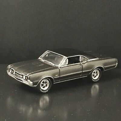 1967 67 OLDS 442 W-30 RARE 1:64 LIMITED COLLECTIBLE DIORAMA DIECAST MODEL CAR