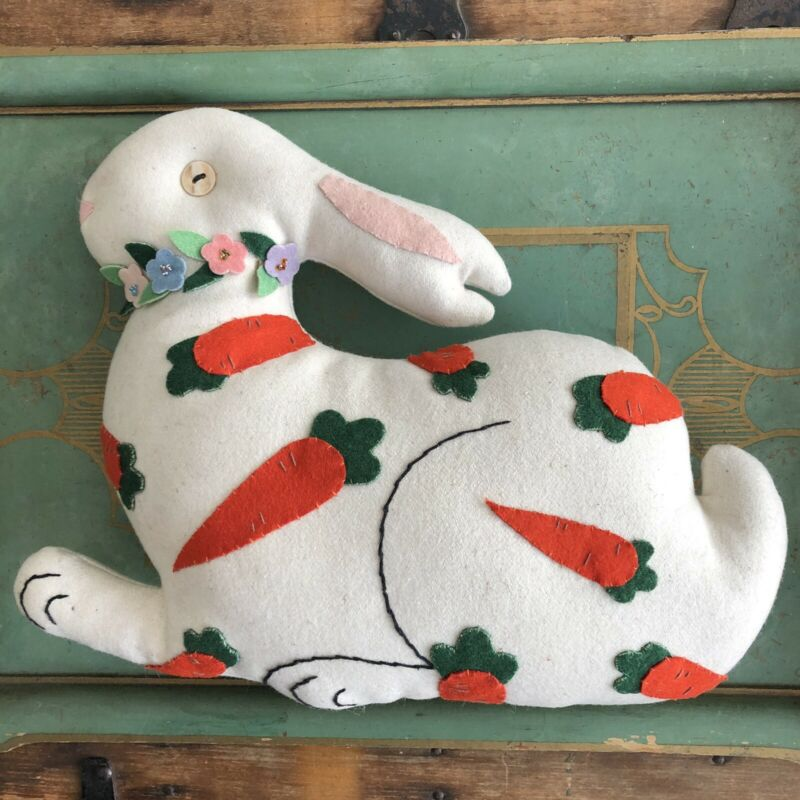 VINTAGE HANDMADE FELTED WOOL PILLOW BUNNY RABBIT W/ CARROT APPLIQUÉ 9x12