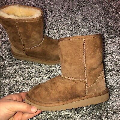 UGG Australia Classic Short Chestnut Brown Suede Boots Kid's Girl's Size 2