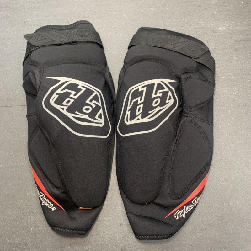 Troy Lee Designs Raid Knee Guard Black / Red Medium / Large