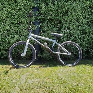 Giant method 02 BMX