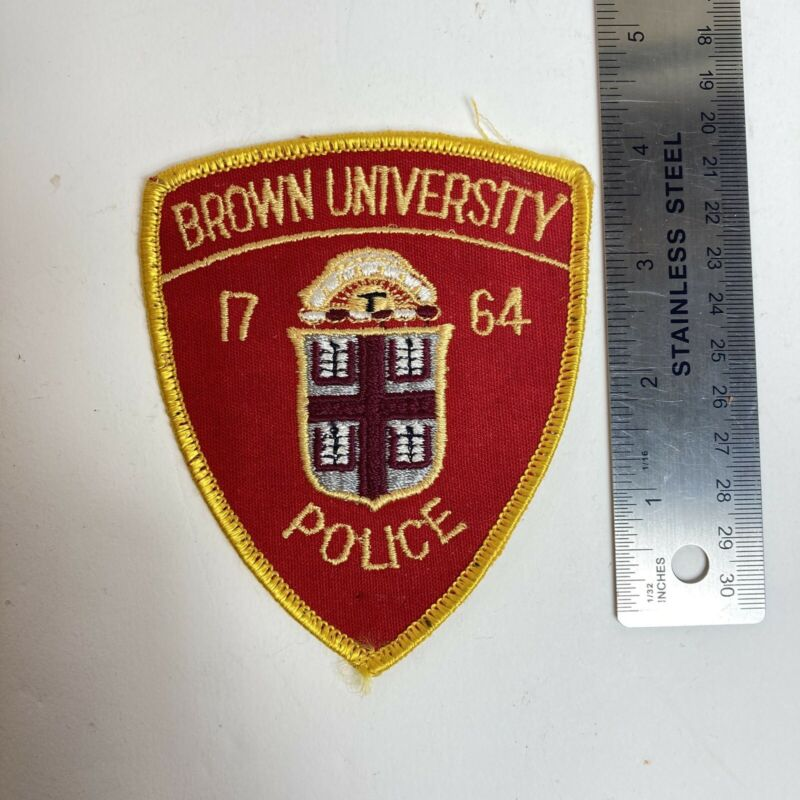 BROWN UNIVERSITY RI PROVIDENCE POLICE PATCH VINTAGE RED SSI SHIELD