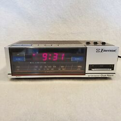 Emerson Vintage Digital Alarm Clock - AM/FM Radio Model# RED5677