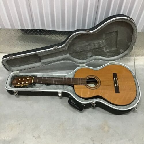 Kremona Fiesta FC Classical Acoustic Guitar with Hard Case