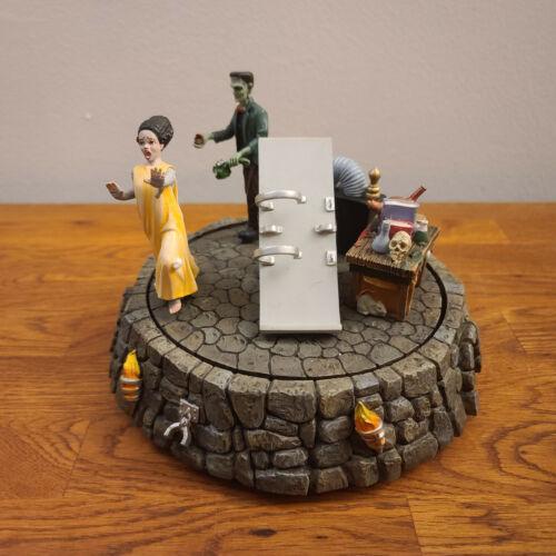 2005 Department 56 Halloween Village Accessories -Runaway Monster & Bride TESTED