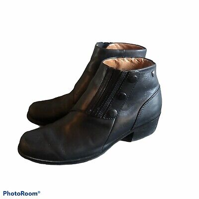 Spats, Gaiters, Puttees – Vintage Shoes Covers Ariat Black Leather Boots 3 Snap Spats Elastic Ankle Boots Size 6.5B Style 96305 $46.55 AT vintagedancer.com