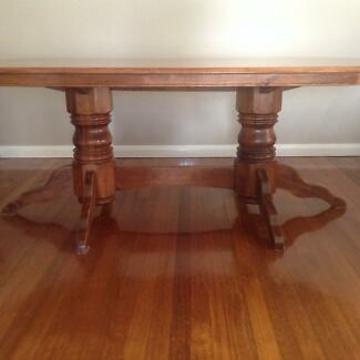 Colonial style 6 seater dining table and chairs Wantirna South Knox Area Preview