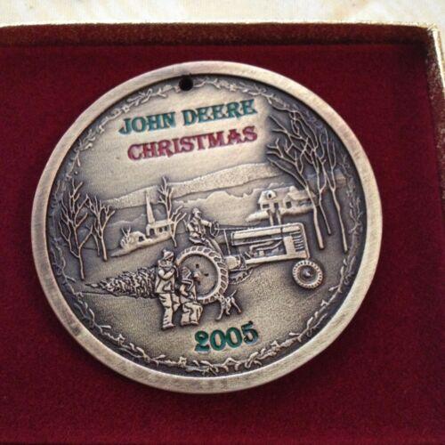 2005 JOHN DEERE TRACTOR CHRISTMAS ORNAMENT RARE