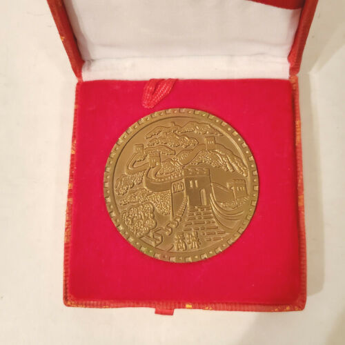 """Vintage """"I Have Climbed the Great Wall"""" of China Souvenir Medallion in Box"""