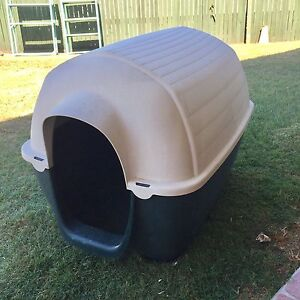 Large Dog Kennel suit up to large Dog durable plastic GC Victoria Point Redland Area Preview