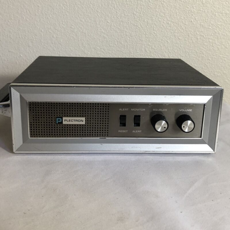Vintage Plectron R720 FM Radio Receiver
