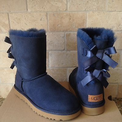 UGG SHORT BAILEY BOW II NAVY BLUE WATER-RESISTANT SUEDE BOOTS SIZE US 9 WOMENS (Bluewater Boots)