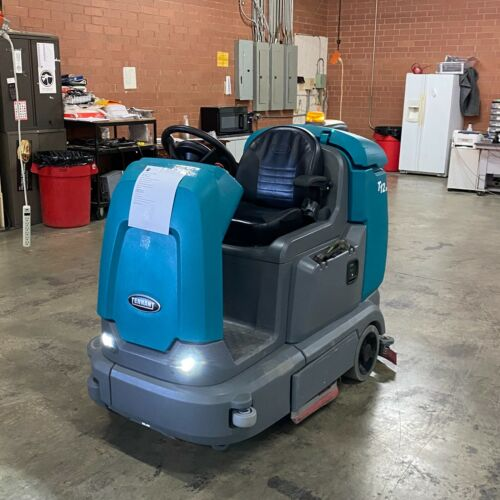 TENNANT T12XP CYLINDRICAL RIDE-ON FLOOR SCRUBBER! LOW HOURS!