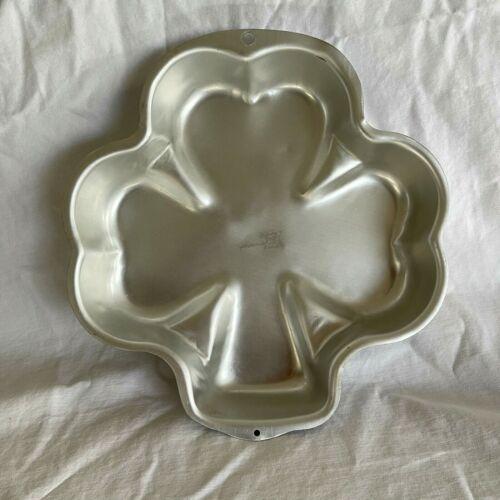 WILTON Shamrock Shaped Aluminum Cake Pan 2002 #2105-185