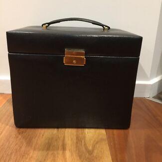 JEWELLERY BOX with keys