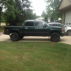 2004 gmc 1500 lifted trade for right car  London Ontario image 3