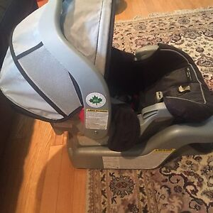 Graco click n connect baby/infant car seat