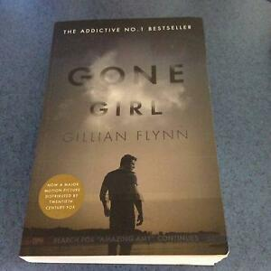 Gone Girl by Gillian Flynn **VGC p/back copy Mount Gravatt Brisbane South East Preview
