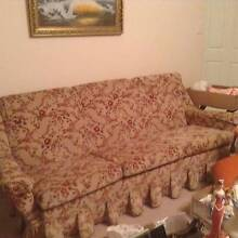 5 PIECE LOUNGE SUITE WITH MATCHING DINING SUITE Maitland Maitland Area Preview