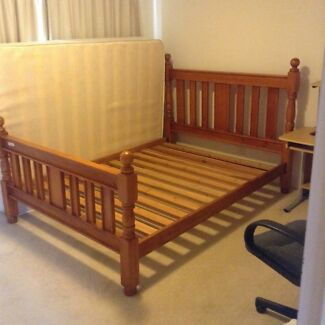 QUEEN SOLID TIMBER BED FRAME VGC