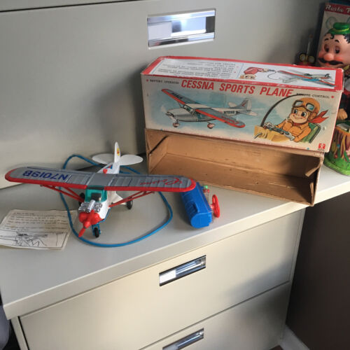 BANDAI BATTERY OPERATED, TIN & PLASTIC CESSNA PLANE W/TETHERED R/C & BOX! WORKS