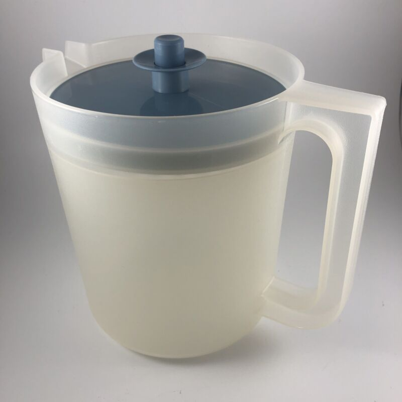 Vintage Tupperware 1575 1.5 Quart Small Clear Pitcher with Blue Lid Retro 802