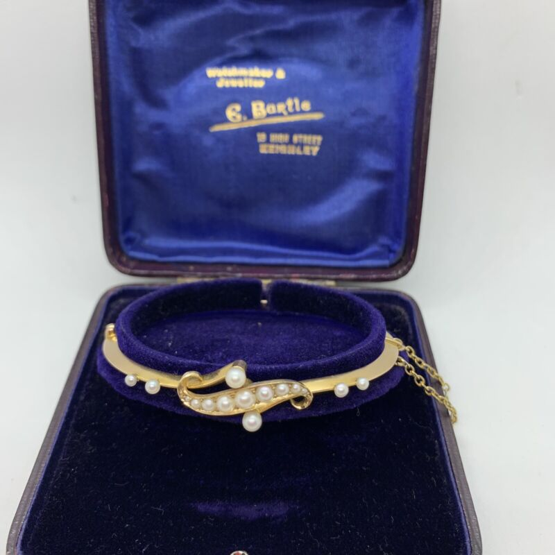 Antique Victorian English 15k yellow gold pearl bangle bracelet oval hinged box