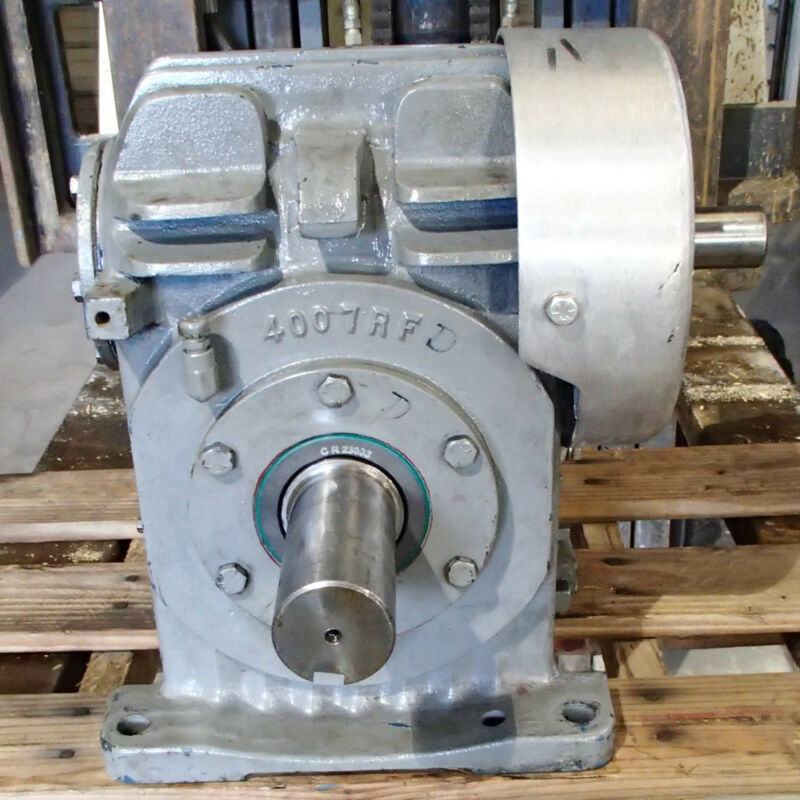 CLEVELAND WORM GEAR SPEED REDUCER, SIZE 40R1 25A SERIES NO. 08-204848 Used TO
