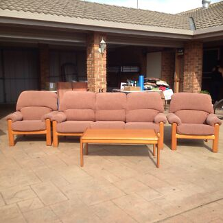 Lounge suite and coffee table Traralgon Latrobe Valley Preview