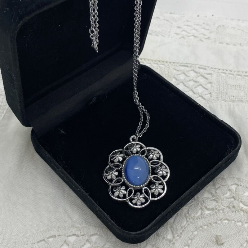 VINTAGE Floral Oval Pendant Necklace Silver Tone Chain Blue Moonglow Retro