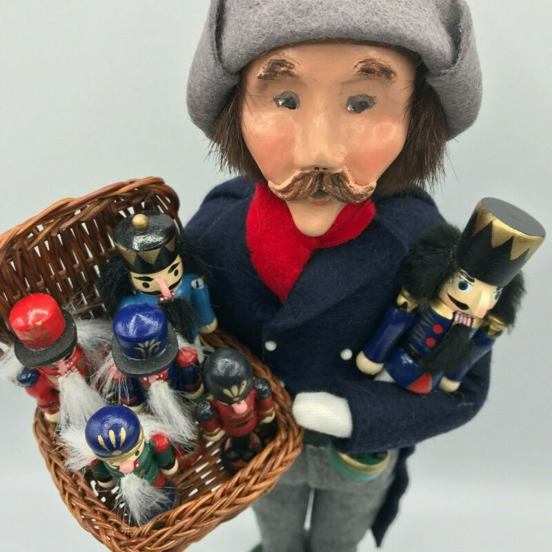 Byers Choice 2005 Traditional Street Vendor Man with Basket of Nutcrackers MINT