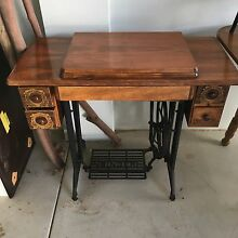 Singer sewing machine treadle table Coogee Cockburn Area Preview