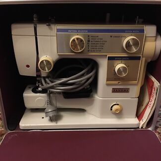 Vintage  Janome Sewing Machine Model 611