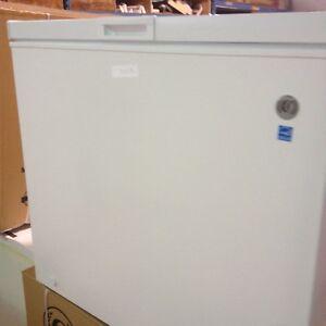 Magasin d'électroS: congelateurs neufs