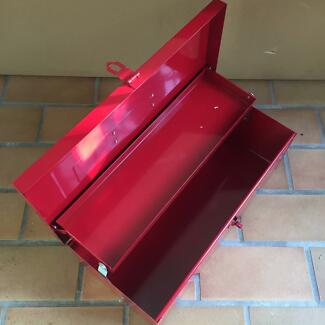 TWO TRAY RED METAL LOCKABLE TOOL BOX AS NEW