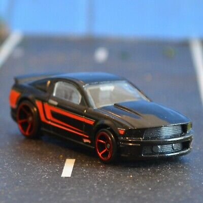 HOT WHEELS 07 FORD MUSTANG BLACK RED