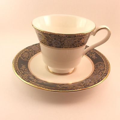 Royal Doulton Carlyle H5018 Cup & Saucer Set s